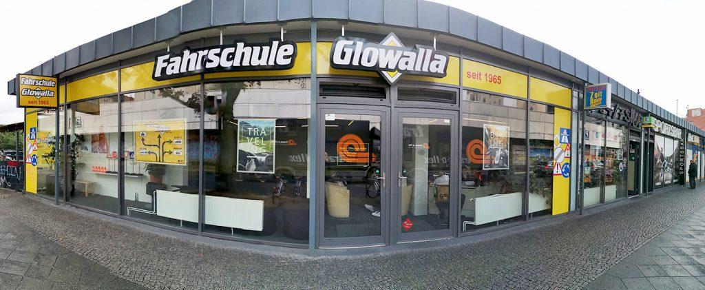 Die Fahrschule Glowalla in der Saalestr. 82. Rechts geht es in Richtung U- oder S-Bahnhof Neukölln. In der Fahrschule Glowalla befindet sich die Angsthasenfahrschule Frank Müller